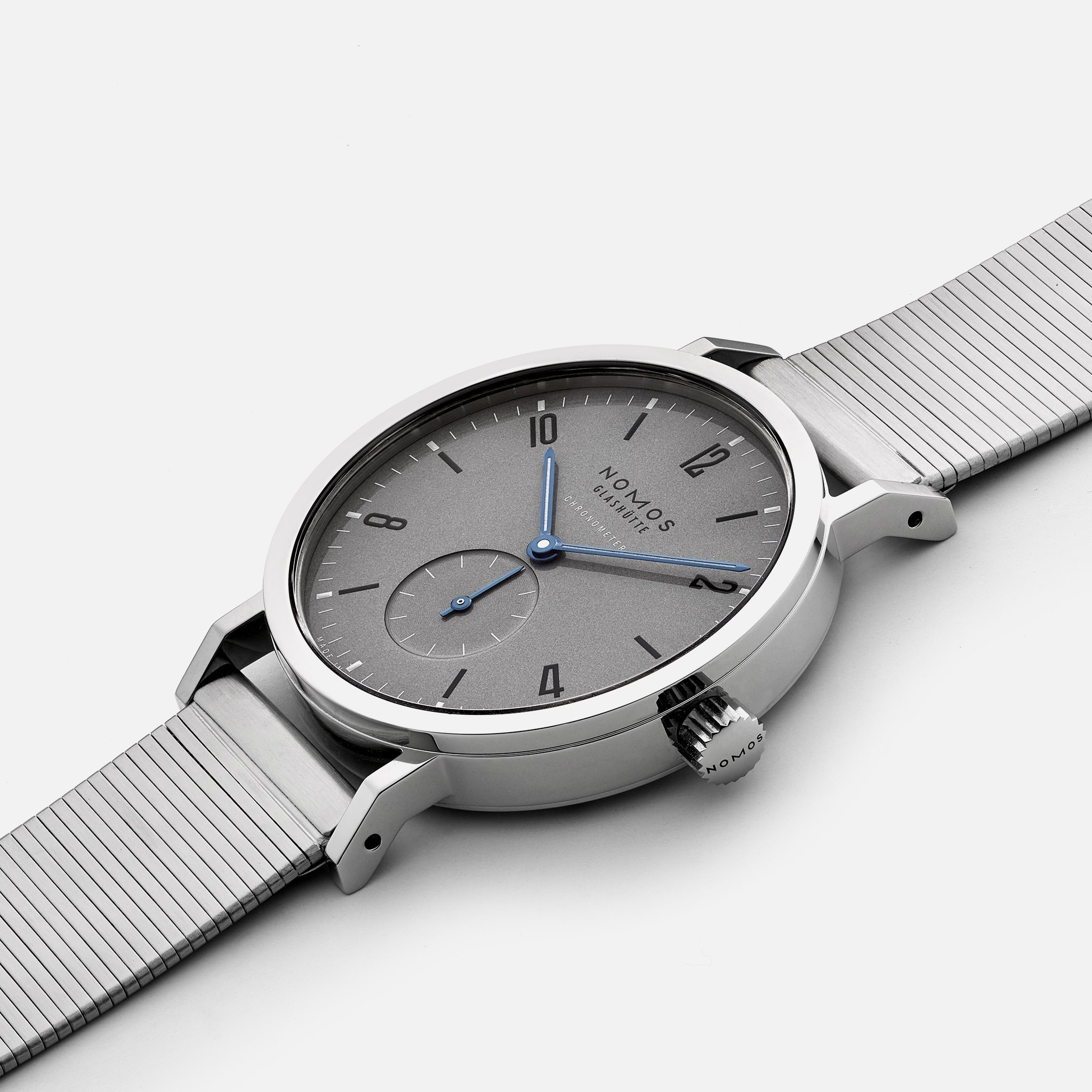 https://hodinkee-shopify.imgix.net/s/files/1/0146/0732/products/LE-Nomos-3Q_2048x2048.jpg?v=1575990281&auto=format&fit=max&q=88&ixlib=react-8.4.0&w=530