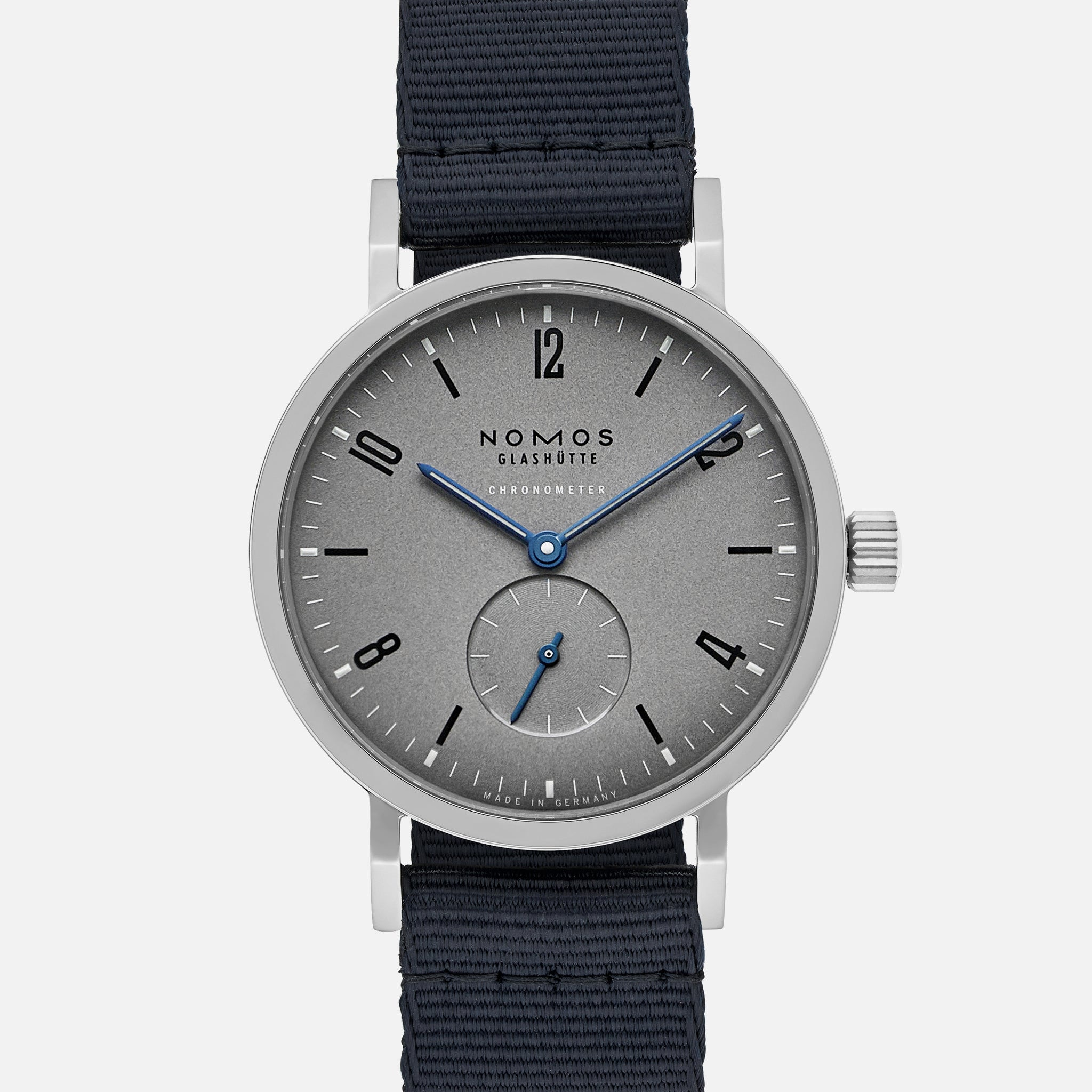 https://hodinkee-shopify.imgix.net/s/files/1/0146/0732/products/LE-Nomos-Soldier-AltStrap_2048x2048.jpg?v=1575990281&auto=format&fit=max&q=88&ixlib=react-8.4.0&w=530